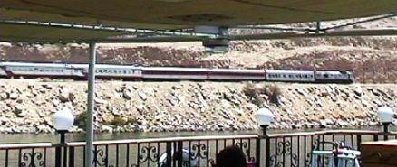 vom Nilschiff aus gesehen...die Eisenbahn